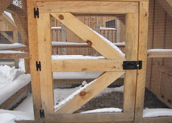 Side door constructed of pine and hardware cloth, fastening hardware included.