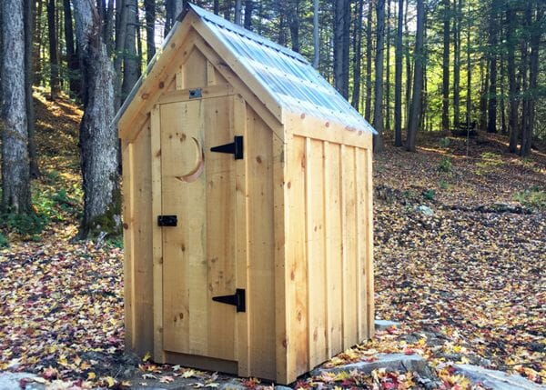 4x4 Working Outhouse with clearpoly roof and crescent moon detail on door