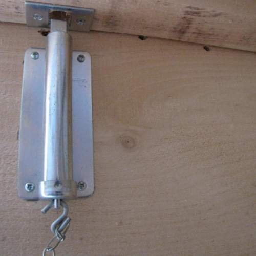 "6"" Chain Bolt for securing double doors on shed, garage or barn.  Steel case with die-cast zinc bolt and pull chain. Hardware included."