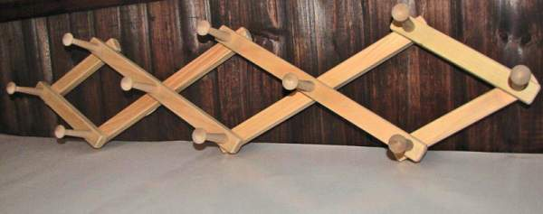 The expandable coat rack has ten pegs and is useful for hanging coats, scarves and hats.